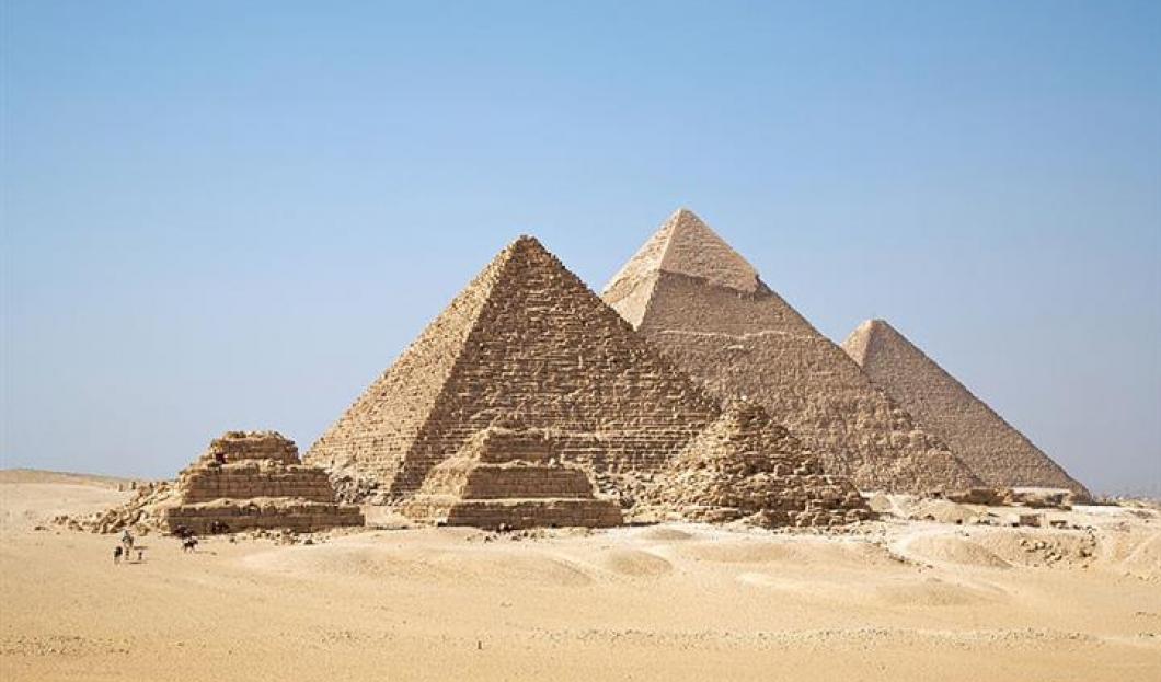 9) Pyramidy v Gíze, Káhira, Egypt