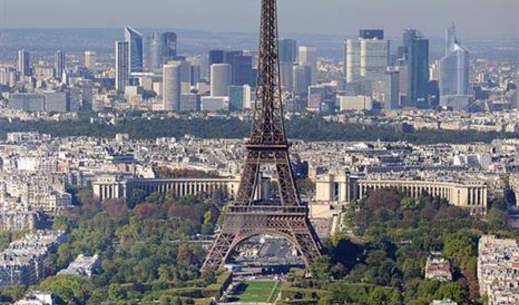 4) Eiffelova věž, Paříž, Francie